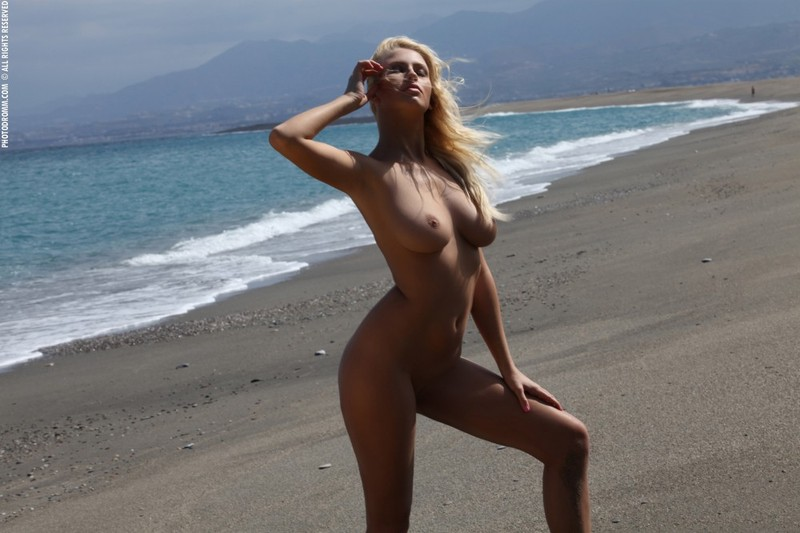 Evelyn Taking Off Black Thong On Private Beach Porhub 1